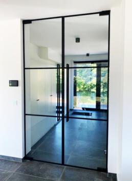 Pivoterende steel look dubbeldeur met 3 symmetrische verdelingen