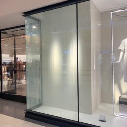 Glasfacade voor winkeletalage